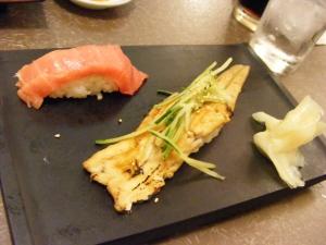 Anguille et saumon en sushi