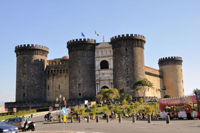 castel-nuovo Naples