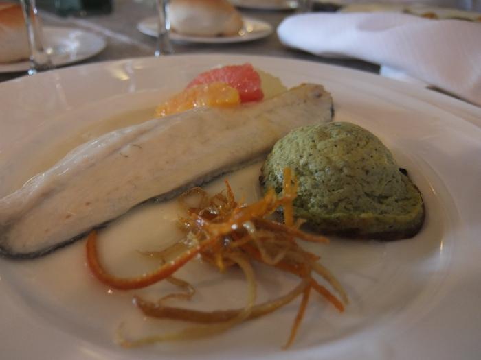 Filetto di spigola agli agrumi con flan di zucchine